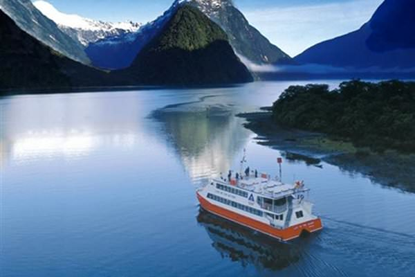 MILFORD SOUND SCENIC COACH AND CRUISE FROM QUEENSTOWN